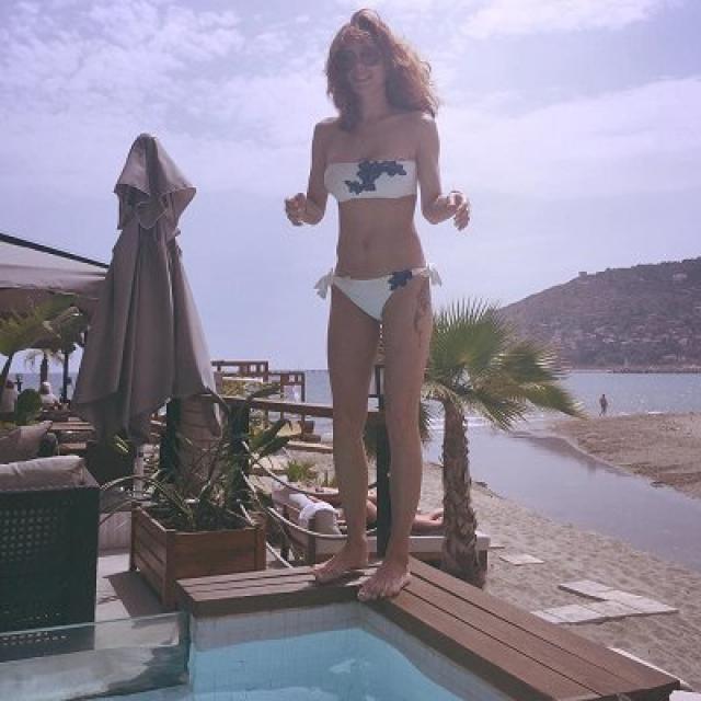 Екатерина Климова. 40 лет актрисе исполнится лишь через полгода, однако она обладает такой идеальной фигурой, что заслуженно попала в наш список.