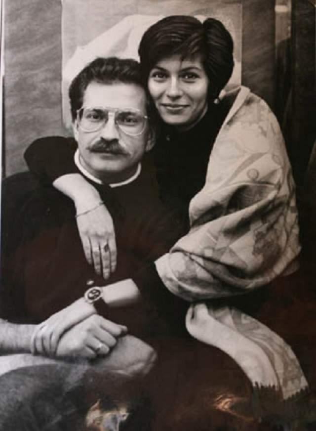 Альбина Назимова, вдова телеведущего Владислава Листьева. Владислав Листьев - второй супруг Альбины. Впервые замужем она побывала еще в студенчестве.