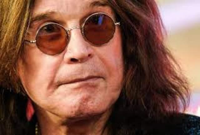 """Оззи Осборн. Кто-то считает, что музыкант впал в кому в результате передозировки наркотиков, но это не так. В 2004 году певец, по его словам, """"умер дважды"""", когда попал в страшную аварию рядом со своим английским поместьем."""