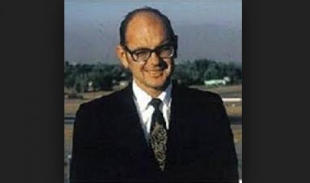 Генри Смолински. Будучи руководителем собственной компании Advanced Vehicle Engineers инженер в 1973 году построил два прототипа летающих автомобилей, которые представляли собой гибрид задней части самолета Cessna Skymaster с автомобилем Ford Pinto.