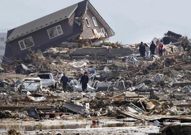 Ущерб от землетрясения в Японии, произошедшего 11 марта, оценивается в 16—25 триллионов иен (198—309 миллиардов долларов). Официальное число погибших в результате землетрясения и цунами в 12 префектурах Японии составляет 15 892 человек, 2 576 человек числятся пропавшими без вести в 6 префектурах, 6 152 человек ранены в 20 префектурах.