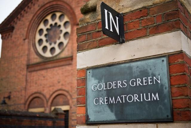 Произошло это в лондонском крематории Golders Green, где хранится прах многих британских знаменитостей, в частности Брэма Стокера.