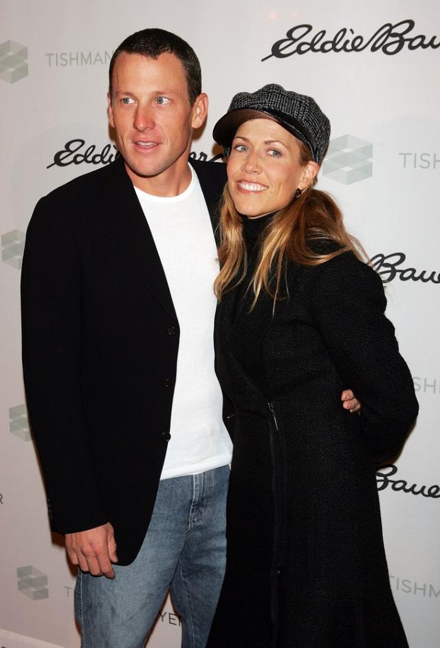 Лэнс Армстронг и Шерил Кроу. Пара решила пожениться в 2005 году. Шерил даже фотографировалась в свадебном платье для обложки модного журнала и рассказывала, что приготовления к бракосочетанию идут полным ходом.