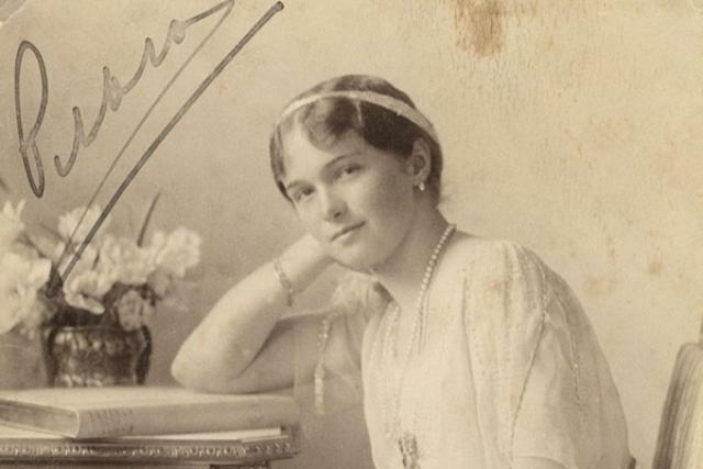 Мало кто знает, что Николай II едва не передал престол старшей дочери Ольге, когда в 1900 году заболел тифом. Поскольку наследника мужского пола тогда не было, речь зашла об Ольге, которой тогда было пять лет.