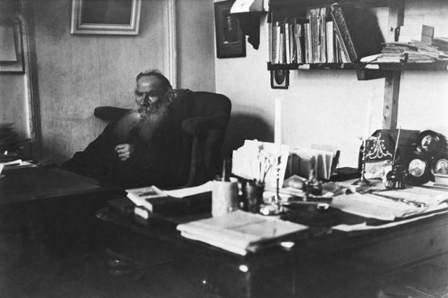 """Кабинет Льва Толстого. С имением """"Ясная Поляна"""" связана вся жизнь писателя, здесь он прожил более 50 лет и создал свои главные произведения именно в этой комнате."""