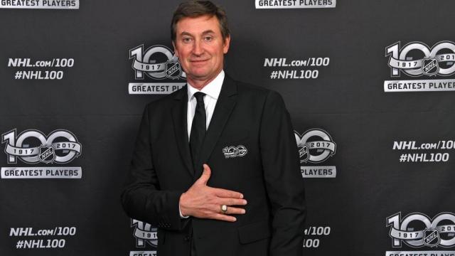 """После завершения карьеры стал совладельцем клуба НХЛ """"Финикс Койотс"""". Владеет рестораном, выпускает собственную линию мужской одежды и снимается в рекламе."""