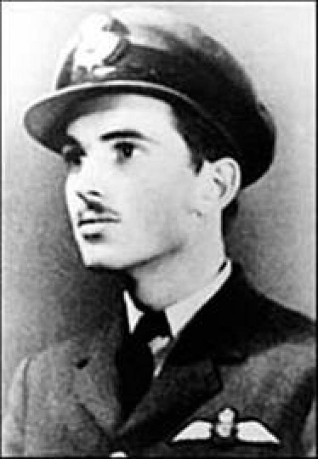 Американский пилот Алан Маги пережил падение с высоты 6705 метров во время Второй Мировой войны.