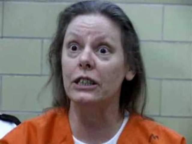 Эйлин Уорнос. В 1989-1990 гг убила семерых мужчин выстрелом в упор. Уорнос работала тогда проституткой, и утверждала, что они изнасиловали ее или пытались это сделать. Стала второй женщиной-маньяком в США, после Лавинии Фишер.
