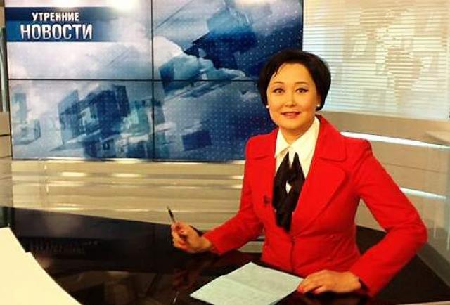 """Кроме Арины Шараповой на ОРТ/Первом канале было еще несколько запоминающихся ведущих новостей. Одна из них Александра Буратаева . В 1995 году перешла работать на телеканал ОРТ и с того же года начала вести программы """"Время"""" и """"Новости"""" вплоть до 1999 года."""