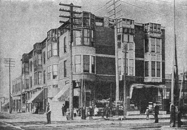 После учебы он переехал в Чикаго и снял гостиницу, которую оснастил по последнему слову ужасов: бассейны с кислотой, звукоизоляция, газовые камеры, крематорий.