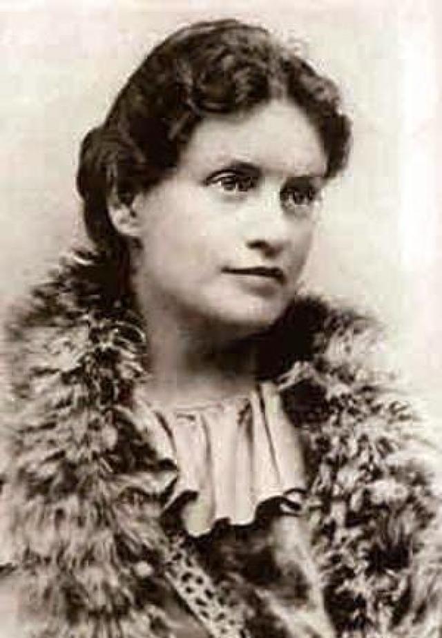 Своей любимой ученицей Зигмунд Фрейд считал Лу Андерес Саломе , которая в последствия стала известной писательницей, философом и врачом-психотерапевтом соответственно. Их дружба длилась почти четверть века. Она так же была идеалом для Ницше, с которым ее связывали очень не простые отношения.