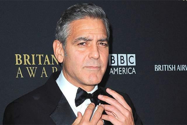 """Джордж Клуни, 57 лет. """"Я не понимаю, кому вообще на всей нашей прекрасной зеленой планете нужно сидеть в Твиттере. И уж, тем более, не понимаю, зачем это известному человеку. Ведь самое ужасное, что ты можешь сделать для себя, — это стать еще более доступным и открытым. Доступным и открытым абсолютно для всех"""", - считает актер."""