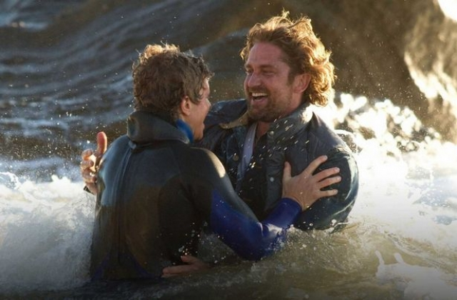 """Джерард Батлер. Актер чуть не утонул во время съемок фильма """"Покорители волн""""."""