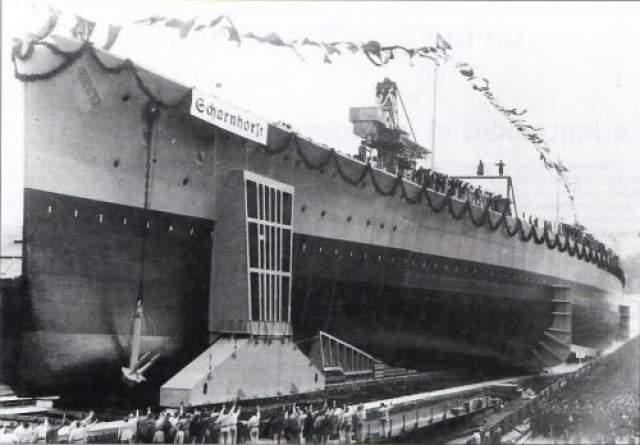 """Еще до спуска в воду в 1936 года этот корабль сполз на верфи и раздавил 60 рабочих, ранив при этом 110 человек. Не удалось избежать конфуза и при спуске на воду, хотя за ним наблюдал сам Гитлер: """"Шарнхорст"""" порвал трос и врезался в баржи. Через три года во время обстрела Гданьска с интервалом в день одна за другой неожиданно взорвались две орудийные башни, при этом погибало 28 человек."""