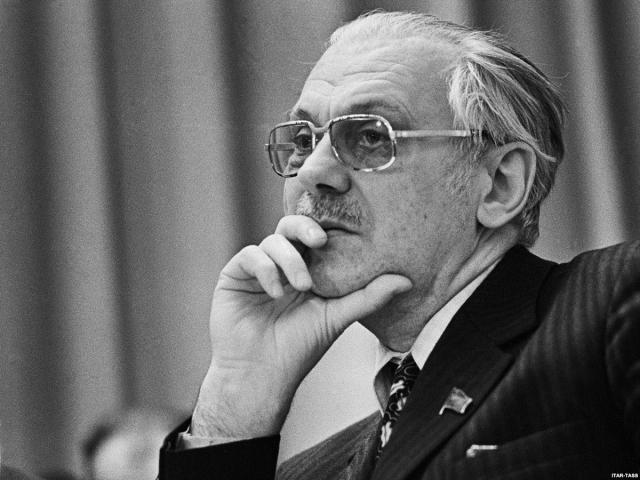После распада СССР Михалков остается у руля писательской организации. В 1992-1999 годах - сопредседатель исполкома Сообщества писательских союзов. В 2005 году писатель занимает пост председателя исполкома Международного сообщества писательских союзов.