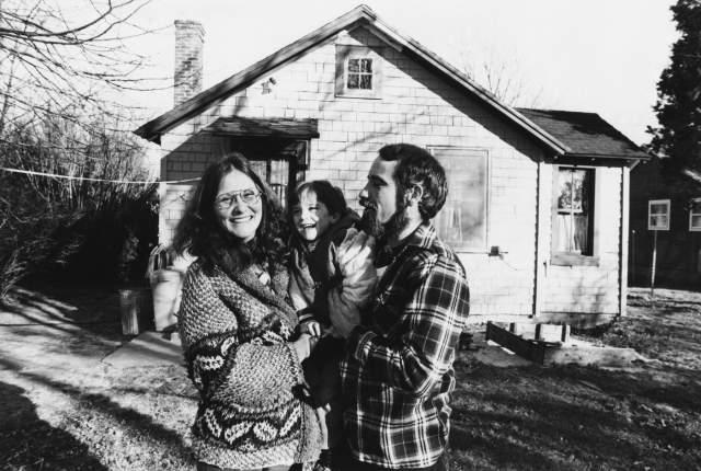 В середине 70-х Линда завязала с прошлым и вышла замуж за штукатура Ларри Марчиано, которому родила сына и дочь, которым действительно стала матерью.
