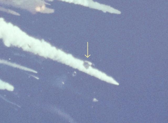 """Разрушение началось на 73,162 секунде полета на высоте около 15 километров. """"Челленджер"""" испытал перегрузку в 20 g (при предусмотренных при разработке 5 g) и был практически разорван на части."""