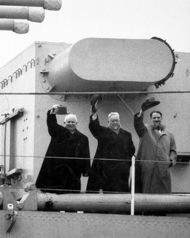 """Впоследствии выяснилось, что диверсию пытался подстроить некий британский боевой пловец, которого газеты в шутку прозвали """"любитель подводного плавания""""."""