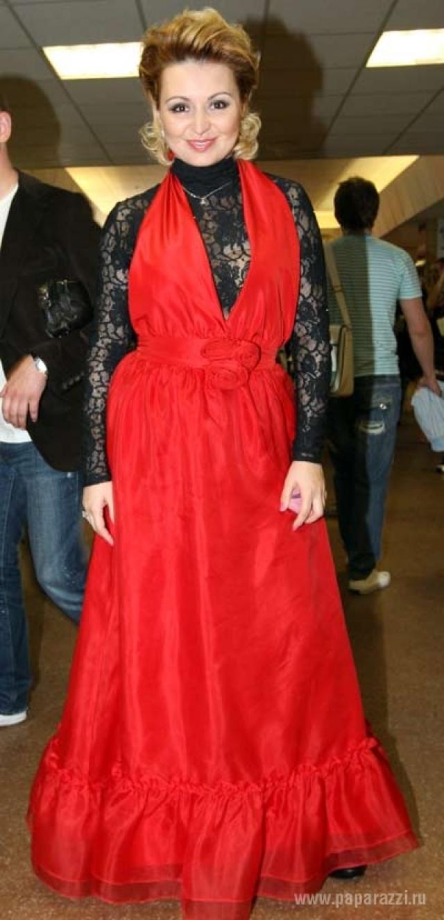 Катя Лель гордо рассказывает о том, что она сама проектирует собственные наряды.
