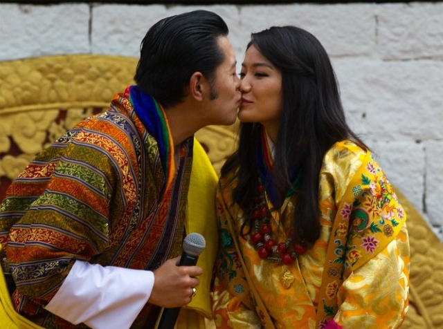 Ее супруг, 36-летний король Бутана Джигме Кхесар также является самым молодым действующим монархом планеты.