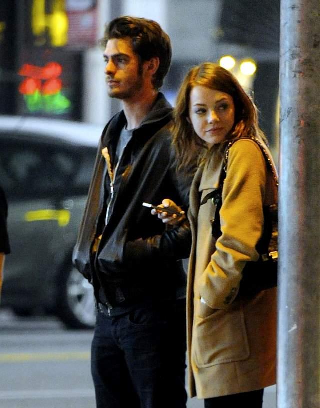 А вот Эмма Стоун и Эндрю Гарфилд прогулялись по Голливуду и отправились в кино.