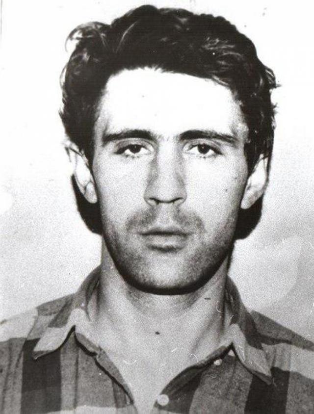 После этого большинство преступлений убийца совершил в подвале личного гаража, где с августа 1990 по сентябрь 1992 года зверски убил восьмерых подростков в возрасте от 10 до 15 лет.
