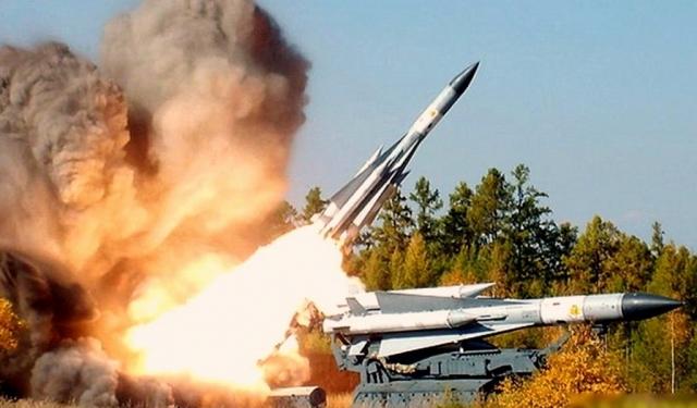 """Согласно заключению Межгосударственного авиационного комитета (МАК), самолет непреднамеренно был сбит украинской зенитной ракетой """"С-200""""."""