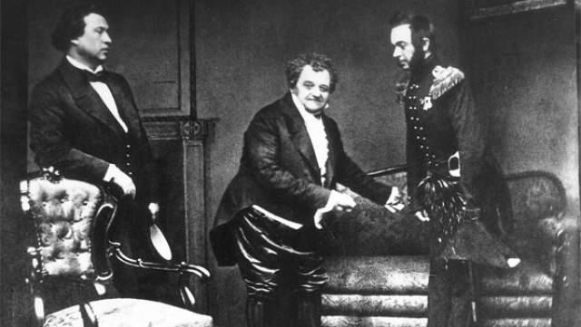 В 1805-м Щепкин впервые с разрешения хозяина вышел на профессиональную сцену. Выдающийся артист, которому рукоплескали тысячи зрителей, был во всём зависим от своих хозяев.