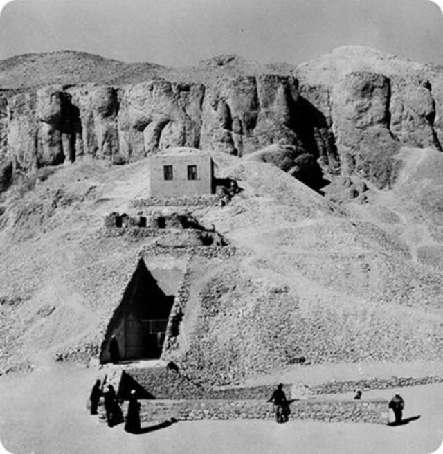 Величайшему археологическому открытию ХХ века предшествовала поистине удивительная история поисков, длившаяся без малого 15 лет. На фото: вход в гробницу Тутанхамона