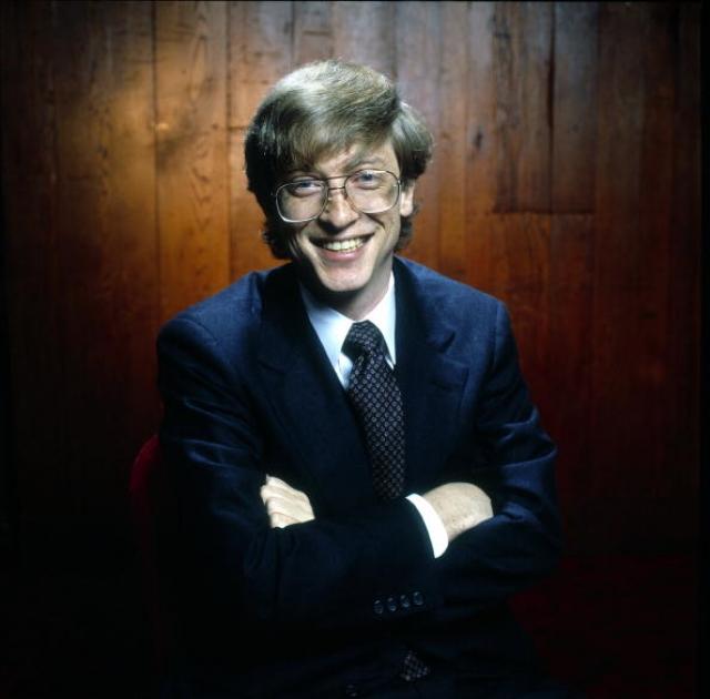 Однажды Гейтс под ЛСД смотрел на стол и ему казалось, что один из углов стола готов врезаться ему в глаз.