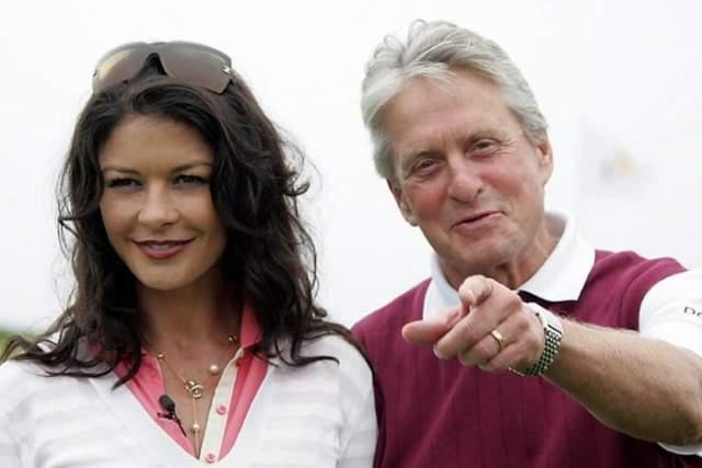 Полгода она держала его на расстоянии, но актер проявил настойчивость, и в 1999 они обьявили о помолвке.