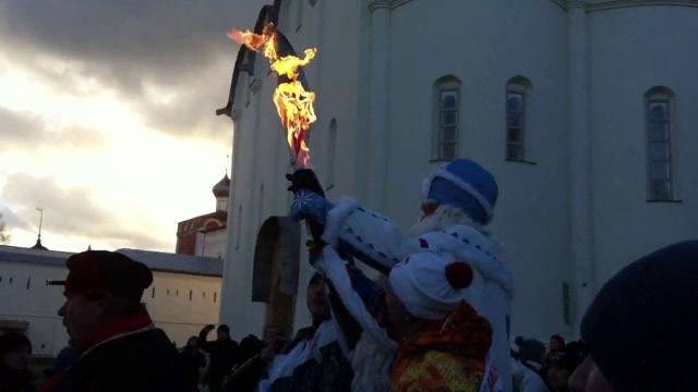 Тем не менее, неприятные инциденты с факелом случались неоднократно. Он гас сотни раз, а иногда и самовоспламенялся, поджигая факелоносцев.