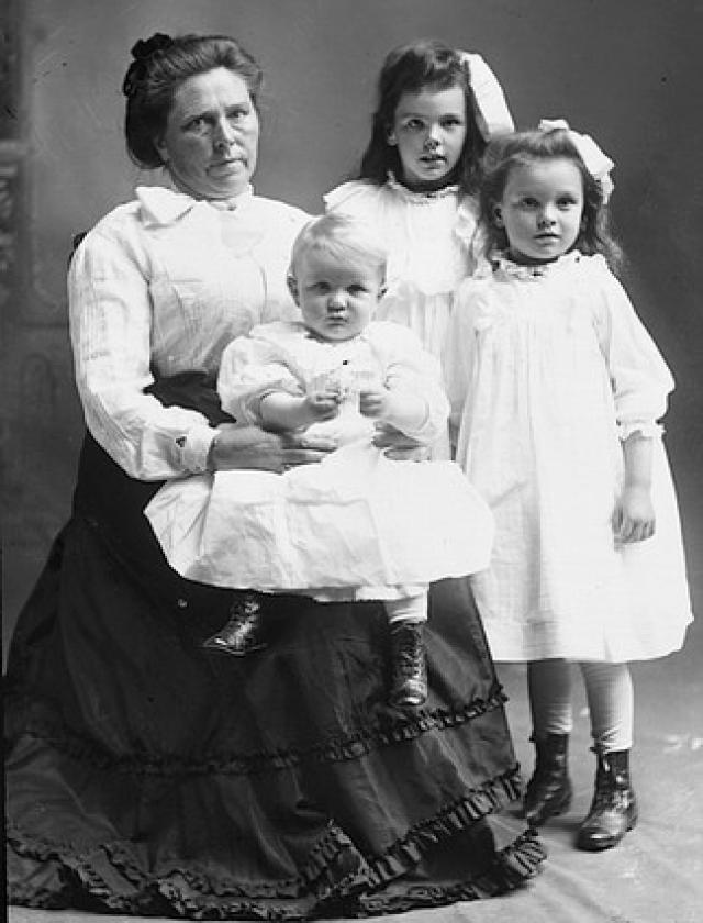 """Самой жестокой женщиной-убийцей 19-го - начала 20-го веков считается """"Черная вдова"""" Ганнесс. С ее помощью в иной мир были отправлены порядка сорока человек. Более половины всех убитых – родственники или близкие друзья """"вдовы""""."""