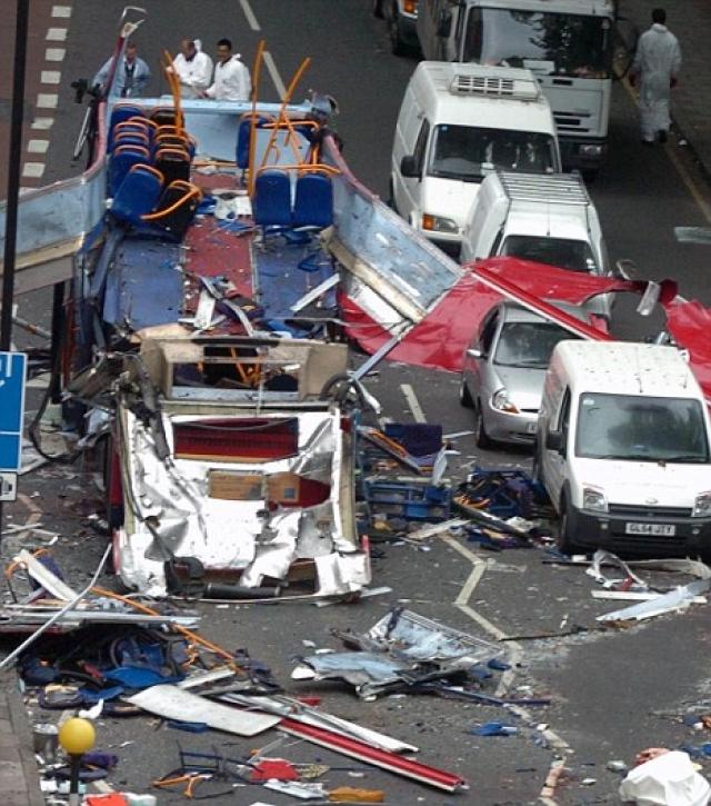 Взрывы произошли в первый день саммита Большой восьмёрки, проходившего в Великобритании.