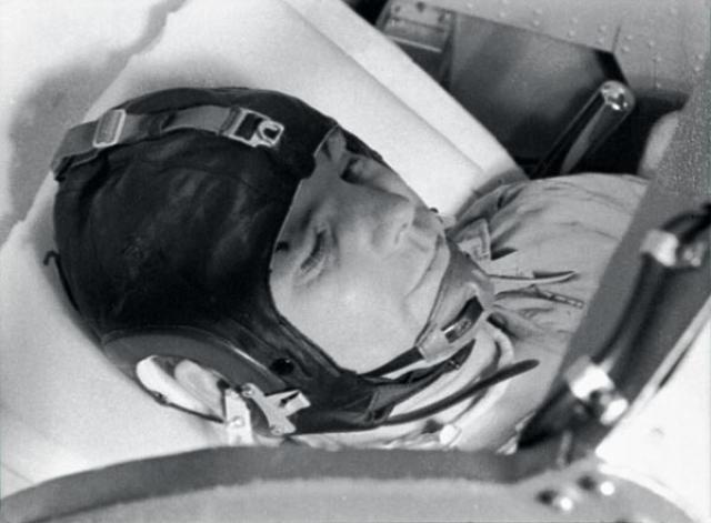 """Во время спуска к Земле Юрий Гагарин заявил: """"Я горю, прощайте, товарищи!"""". Никто не имел чёткого представления о том, как корабль будет проходить плотные слои атмосферы при спуске."""