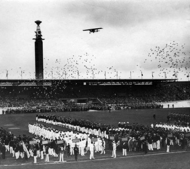 Амстердам-1928. Право объявить об открытии главных спортивных соревнований четырехлетия, по традиции, было отдано главе государства.