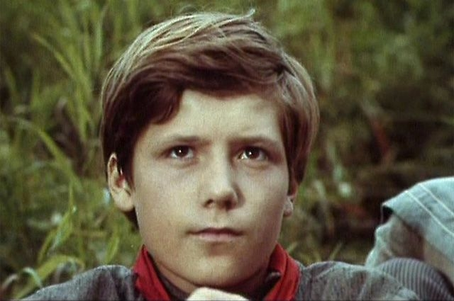 Сергей Шевкуненко (1959-1995). Актер, известный детскими ролями, был убит в своей квартире на улице Пудовкина вместе со своей матерью.