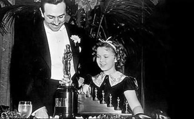 """Уолт Дисней долго смеялся, когда в 1937-м за """"Белоснежку и семь гномов"""" ему дали одного обычного """"Оскара"""" и еще семь маленьких"""