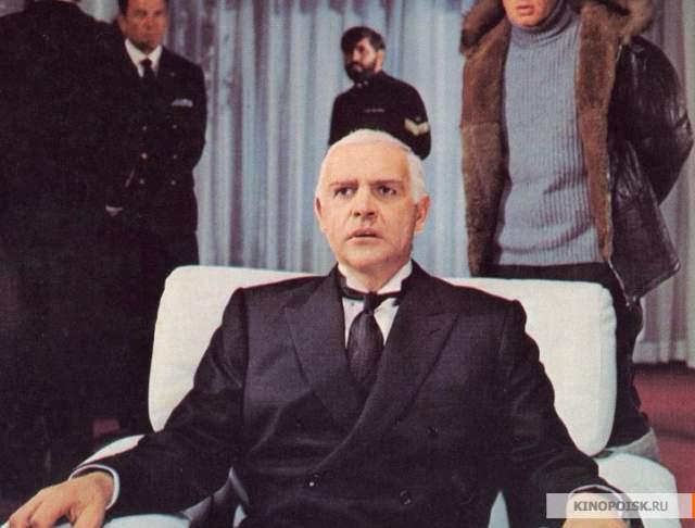 Когда отказались сниматься Лоуренс Оливье и Джон Уэйн, Коннери оказался самой верной кандидатурой. Интересно, что, по словам Владимира Высоцкого, пятикратный (на тот момент) Джеймс Бонд на съемках изрядно скучал – окружающим советским гражданам был невдомек его звездный статус.