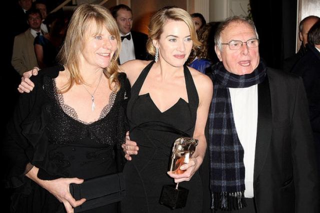 Родители Кейт Уинслет. Звезда родилась в семье Роджера Уинслета и Салли Бриджес: оба они работали актерами, однако высот в карьере не достигли, и в промежутках между ролями были вынуждены подрабатывать.