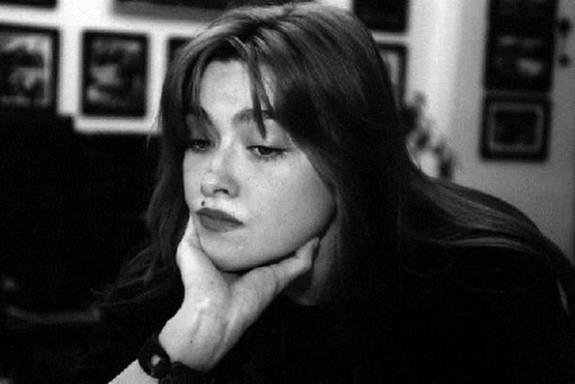 В 16 лет Ника вышла замуж за итальянского профессора психологии, который был старшее ее на 60 лет... Спустя полгода она вернулась в Москву. Легендарная поэтесса так и не смогла найти свое место в жизни. Ника, злоупотреблявшая алкоголем, неоднократно пыталась покончить с собой. В 27 лет Ника сорвалась с подоконника - неизвестно, случайно или намеренно.