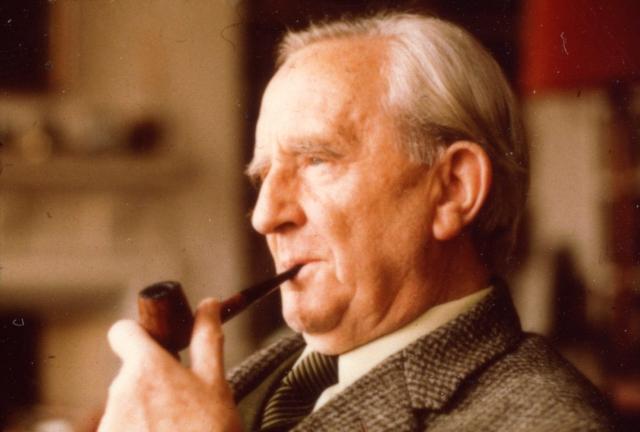 Последующие годы он посвятил научной карьере: сначала преподавал в Университете Лидса, в 1922 году получил должность профессора англо-саксонского языка и литературы в Оксфордском университете, где стал одним из самых молодых профессоров (в 30 лет) и скоро заработал репутацию одного из лучших филологов в мире.
