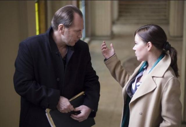 """Пожалуй, самой заметной зарубежной ролью Редниковой остается Зинаида Рапава в """"Архангеле"""" (роль главного героя там сыграл Дэниел Крейг)."""