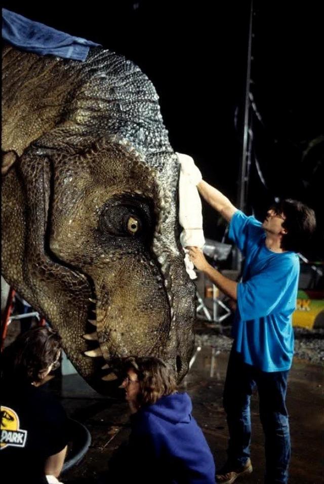 Кстати при среднем подсчете общее время, когда мы видим динозавров в фильме - всего 15 минут!