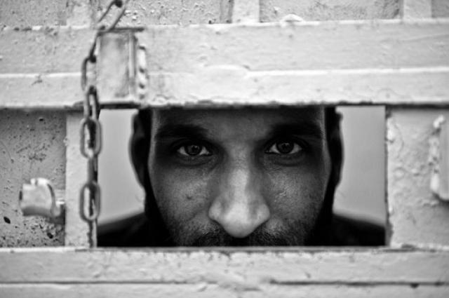 Факт бунта был признан ливийским лидером Муаммаром Каддафи лишь в 2004 году, а родственников убитых начали оповещать спустя почти 10 лет после убийства.