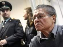 Источник: больного Улюкаева могут освободить от наказания