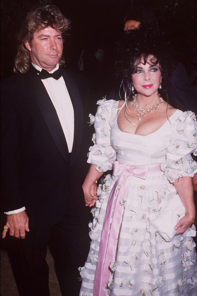 Элизабет Тейлор и Ларри Фортенски. На счету у ныне покойной актрисы восемь браков . Седьмым мужем актрисы стал обычный рабочий Ларри Фортенски ,котоырй был моложе нее на 30 лет.