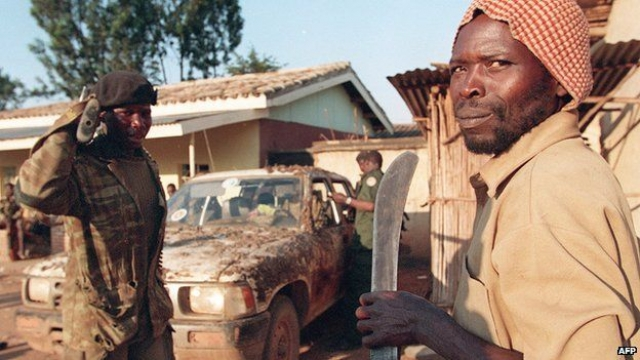 Руандийские военные и ополченцы по составленным заранее спискам убивают по всему городу политиков тутси и умеренных хуту, а также мирных граждан тутси.