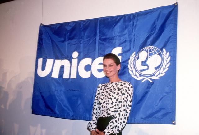 В 1992 президент США наградил ее президентской медалью свободы в знак признания ее работы в рамках ЮНИСЕФ.