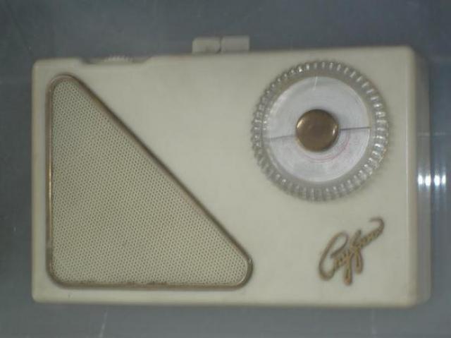 А вот первый советский радиоприемник Спутник был создан в 1958 году и выглядел так.